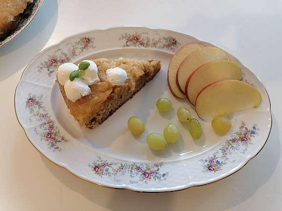 Upečte si skvělý obrácený jablečný koláč (Zdroj: Silva Pokorná)