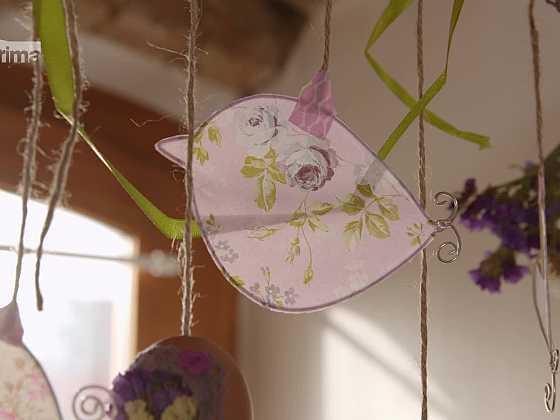 Vyrobte si veselého ptáčku z drátu a papíru (Zdroj: Prima DOMA)