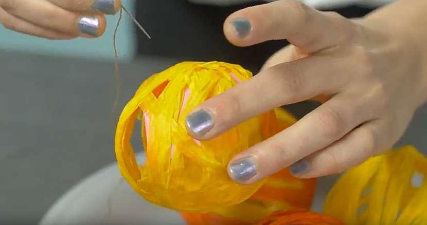 Světelný řetěz z kouliček: odstraňte balonky