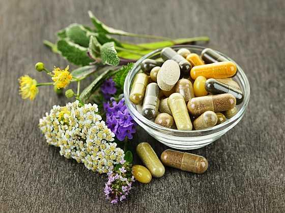 Naše tělo vitaminy potřebuje, ale ne vždy jsme schopni získat je přirozenou cestou (Zdroj: Depositphotos)