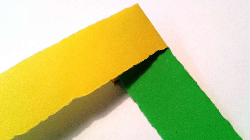 Had z papíru: připravtesi barevné proužky papíru