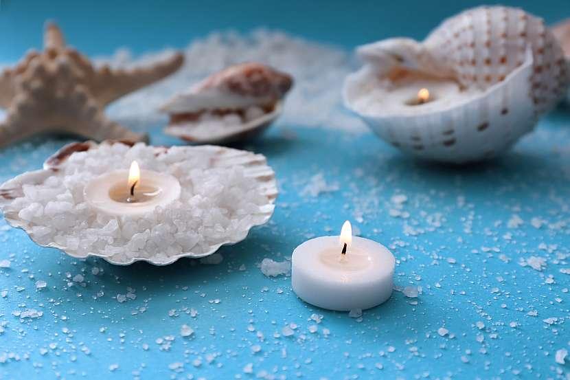 Svíčky s mořskou dekorací