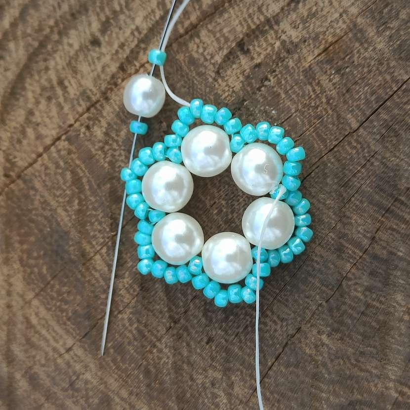 Kytička s perličkou