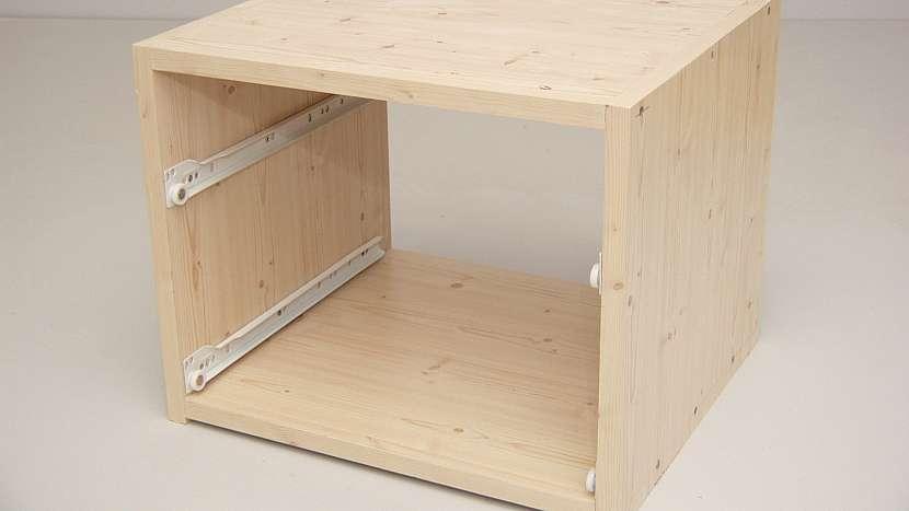 Boční díly skříňky jsou jednoduché