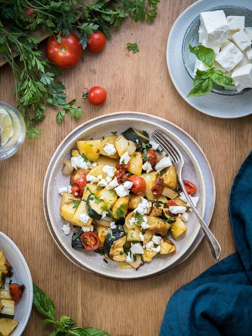 """Toto tradiční řecké jídlo je vlastně variací na francouzskou dušenou zeleninu """"ratatouille"""""""