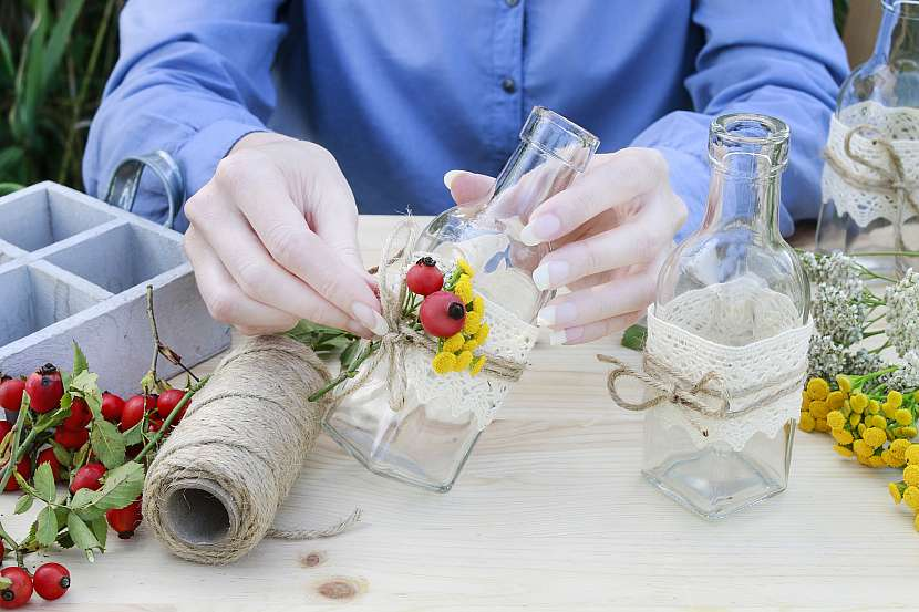 Květina na lahvičce