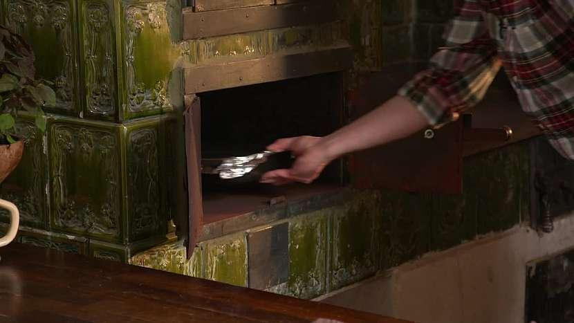 Pečení ve staré peci
