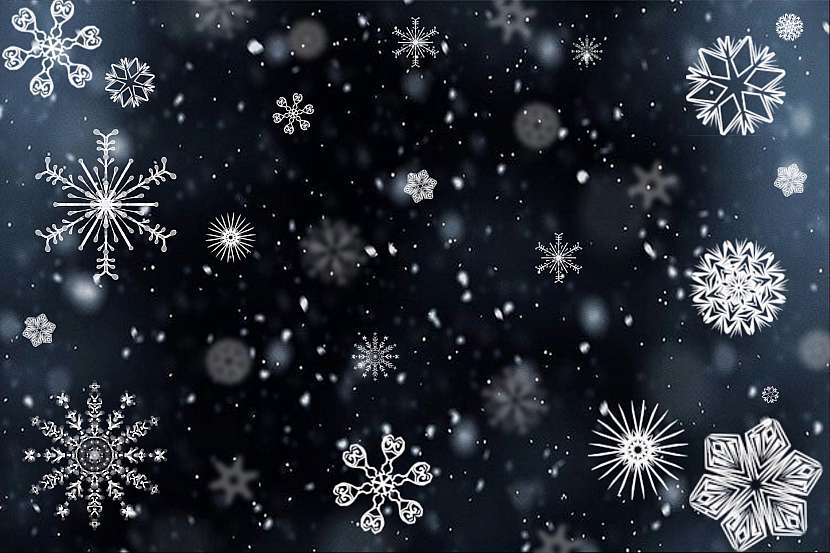 Tvary sněhových vloček jsou naprosto souměrné a dvě stejné neexistují