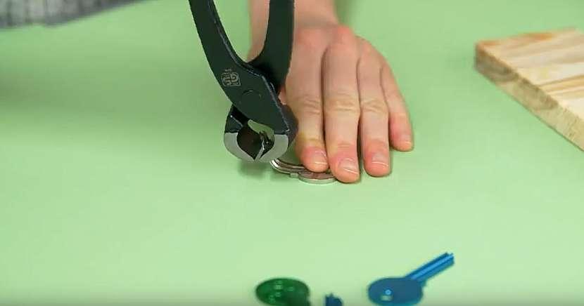 Věšák na klíče s klíči: ohněte klíče