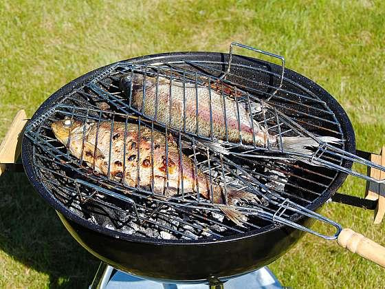 Grilované ryby jsou učiněná pochoutka (Zdroj: Depositphotos (https://cz.depositphotos.com))