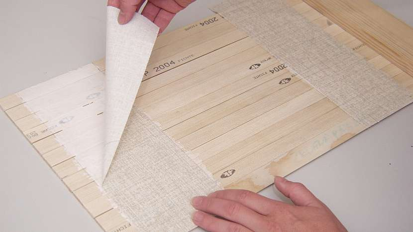 Jak vyrobit chlebník se zásuvkou: zaoblené lišty nalepíme na plátno