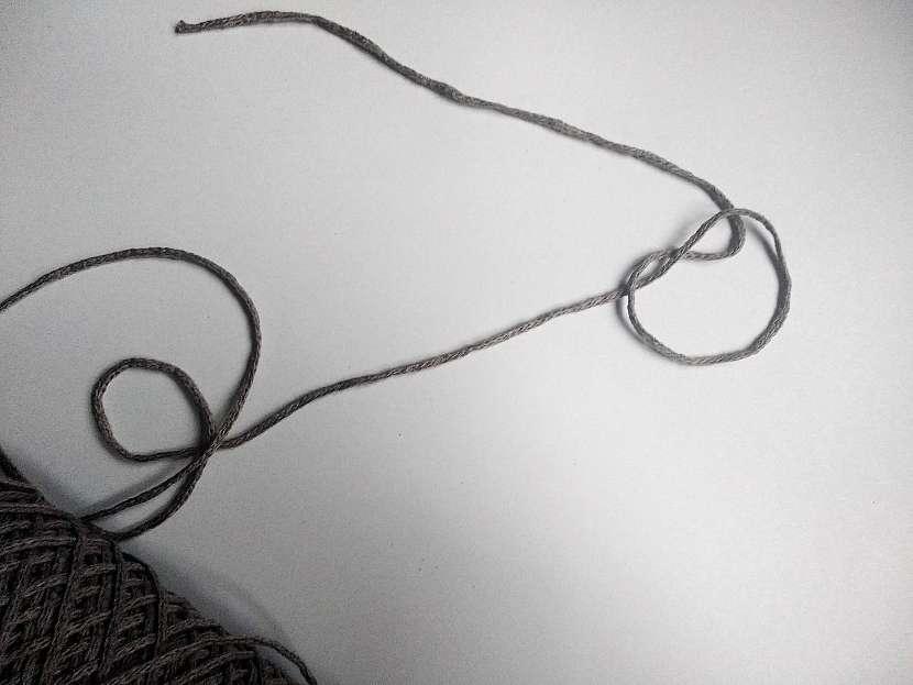 uzlík na niti
