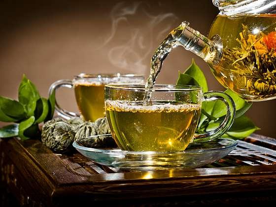 Servírování čaje je rituál, který vyžaduje trochu času (Zdroj: Depositphotos)