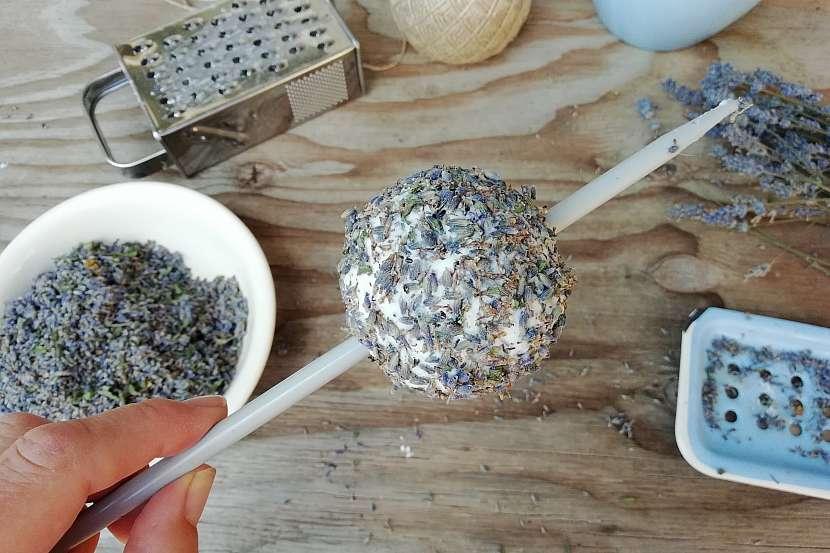 Mýdlová koule s levandulí: vytvořte kouli
