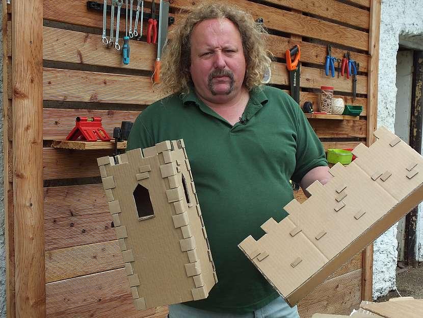 Hrad z kartonu: vyrobíme čtyři spojovací křídla