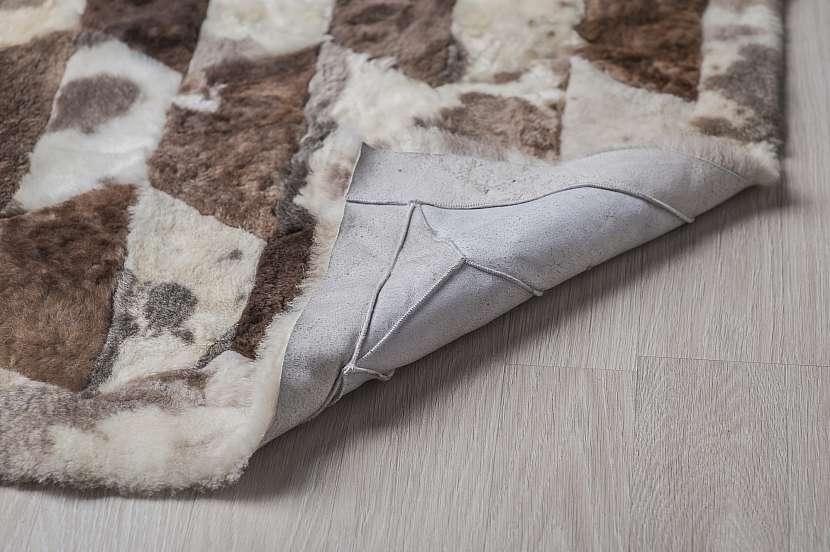 Kostkovaný koberec