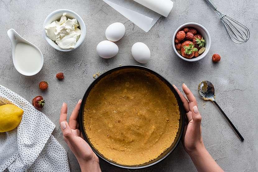 Těsto v dortové formě