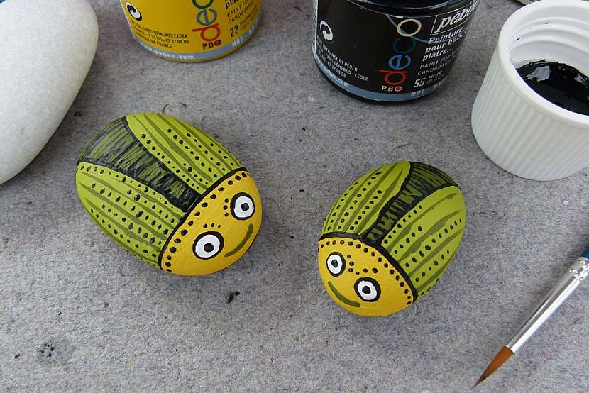 Broučci z oblázků aneb Jak vyrobit roztomilá těžítka na ubrus i dekoraci 7