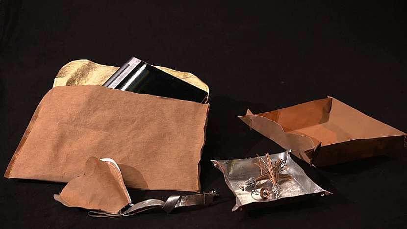 Kromě obalu na tablet můžeme z kůžopapíru tvořit další praktické věci