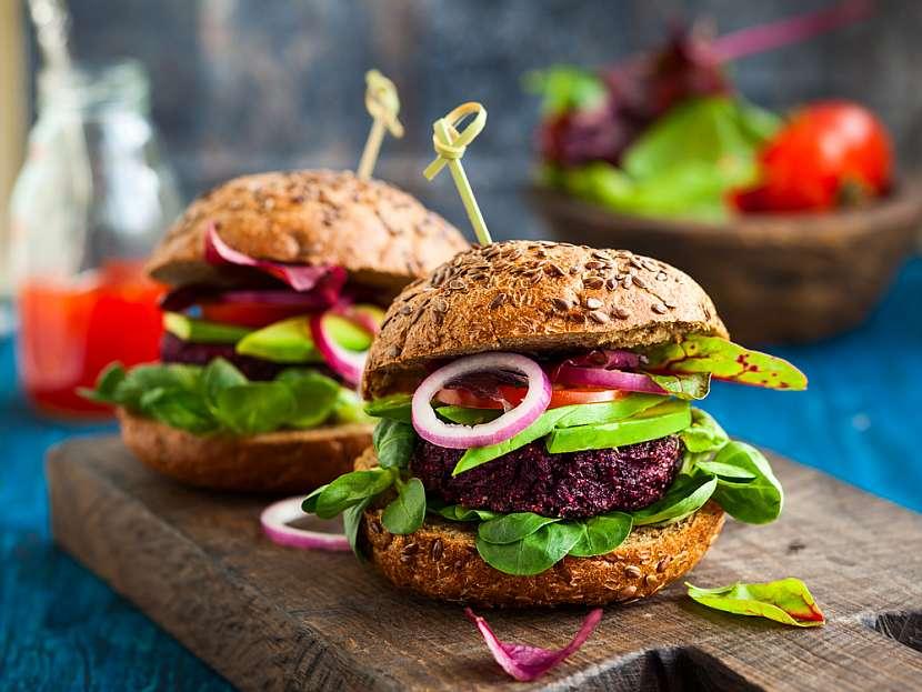 Hamburger z červené řepy