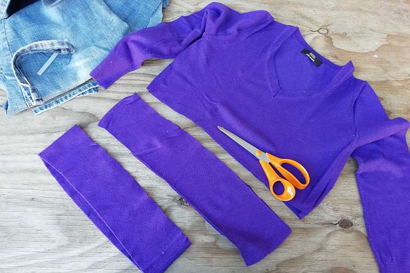 Věnec ze starých džínů a svetrů: svetry rozstříhejte