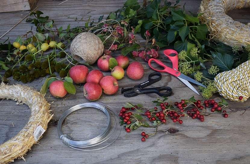 Přírodní věnec v barvách podzimu: co budete potřebovat