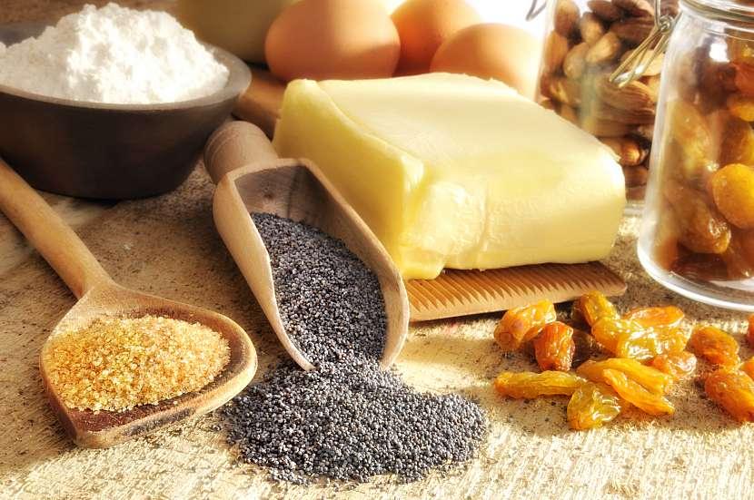 Suroviny potřebné k upečení makového závinu