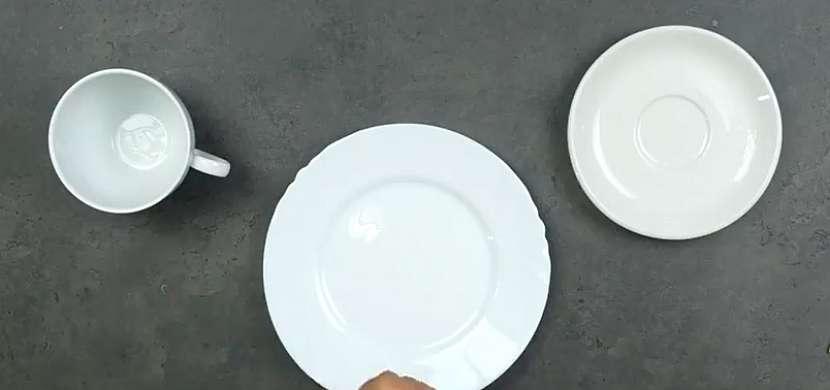 Ručně malovaný porcelán: nádobí zbavte mastnoty