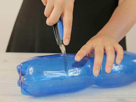 Jak vyrobit praktické pouzdro na kosmetické potřeby: Zásobník z PET lahve  1