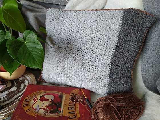 Uháčkujte si povlak na polštář - návod pro začátečníky (Zdroj: Adriana Dosedělová)
