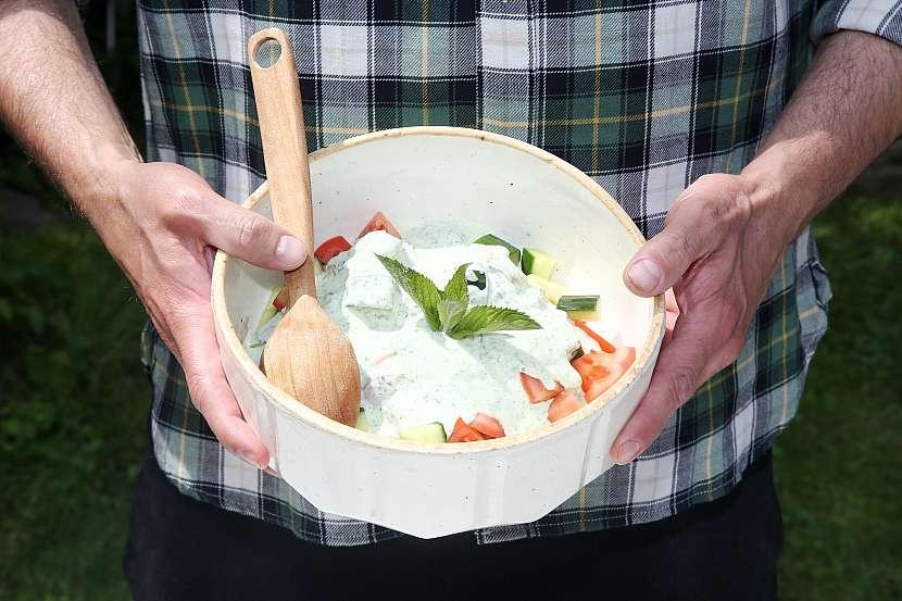 Zeleninový salát s mátovou zálivkou