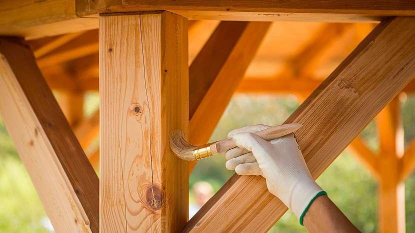 Jak vrátit pel dřevěnému altánu, pergole či zahradnímu domku 4