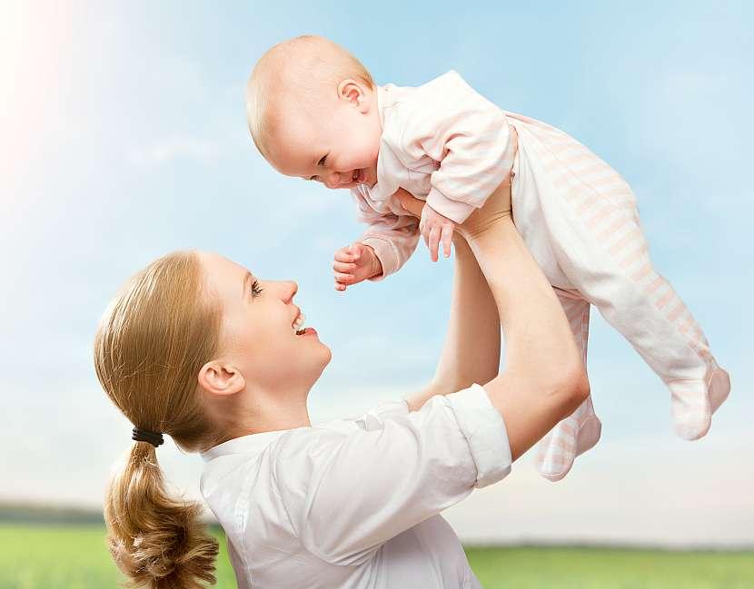 Maminka vyhazuje mimino