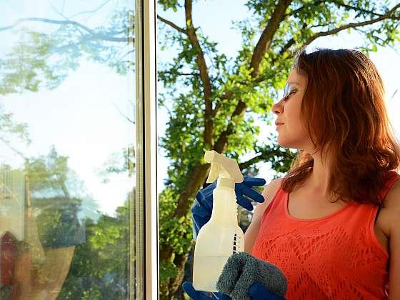 Okna umyjeme i jen s domácími prostředky (Zdroj: Depositphotos)