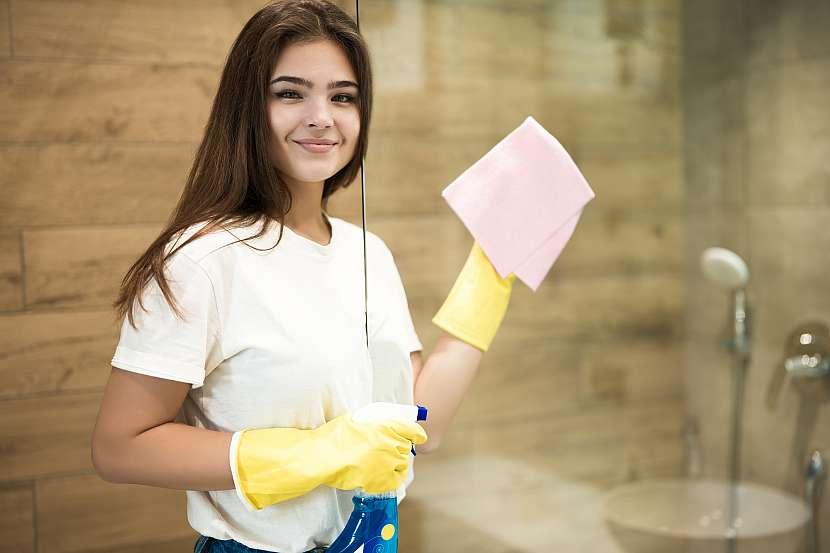 Aby se vaše sprchové sklo blýskalo jako nové, je nutné ho po každém použití vyčistit