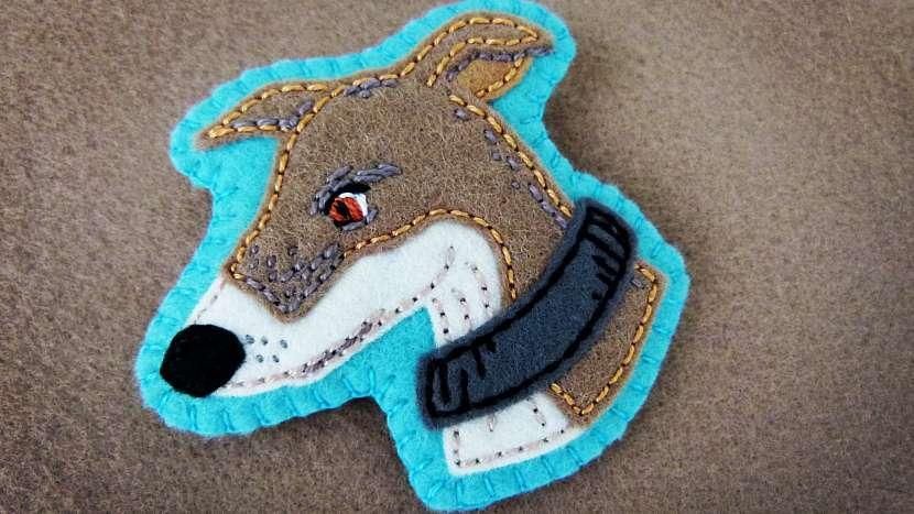 Vyšívaná brož z plsti podle fotografie rodinného mazlíčka: brož vyšijte