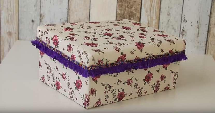 Krabice na boty ve slušivém měkoučkém kabátku