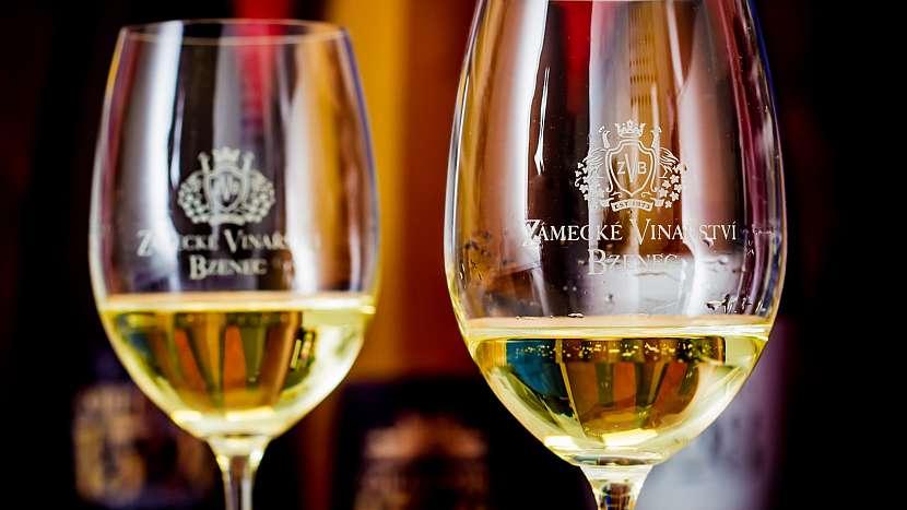 Svatomartinské Veltlínské červené rané, víno světle zlaté barvy s vůní čerstvého letního ovoce
