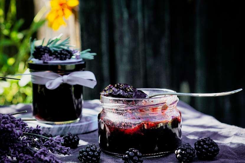 Ostružinový džem s levandulí