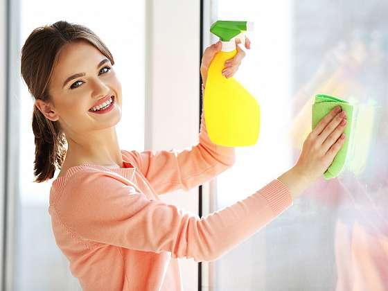 Bez domácího univerzálního čisticího prostředku se už doma neobejdete (Zdroj: Depositphotos)