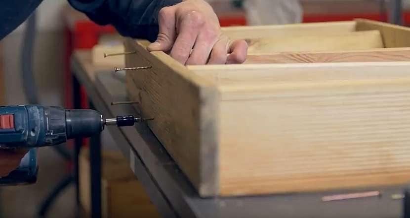 Kuchyňský dřevěný věšák: prkna spojte