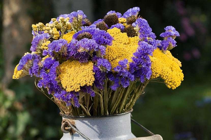 Sušené květiny v bandasce
