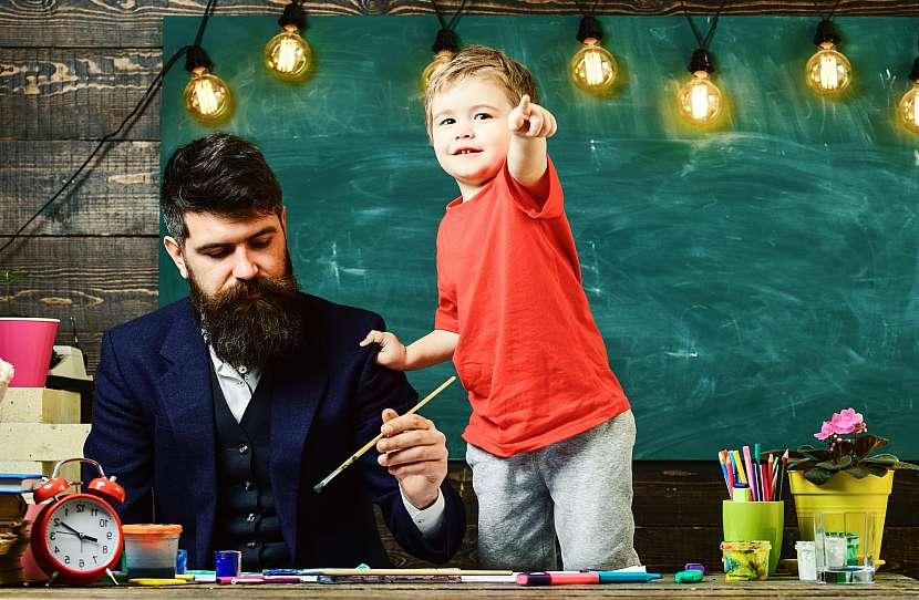 Tatínek si se synem maluje-1