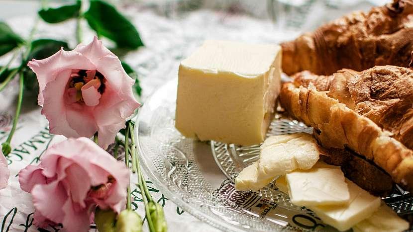 Co s máslem v kuchyni? Skvělá je kombinace se sladkým pečivem či čerstvým chlebem