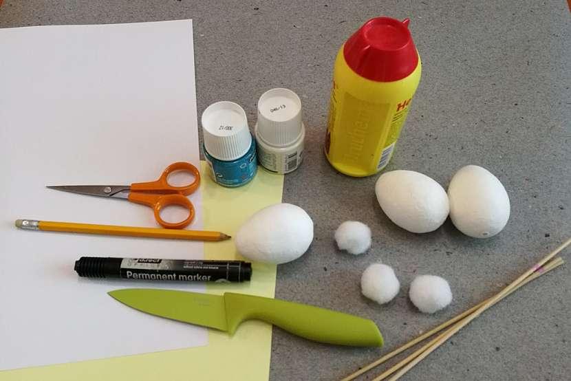 Materiál a pomůcky na výrobu velikonočních zajíčků