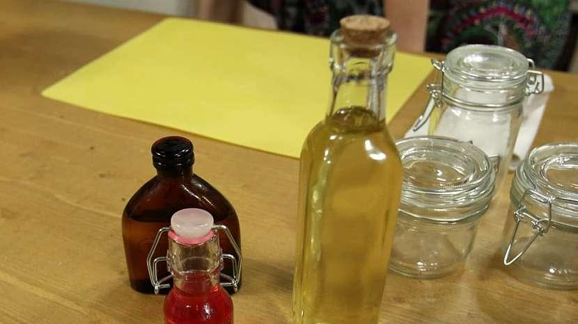 Olej z třezalky tečkované