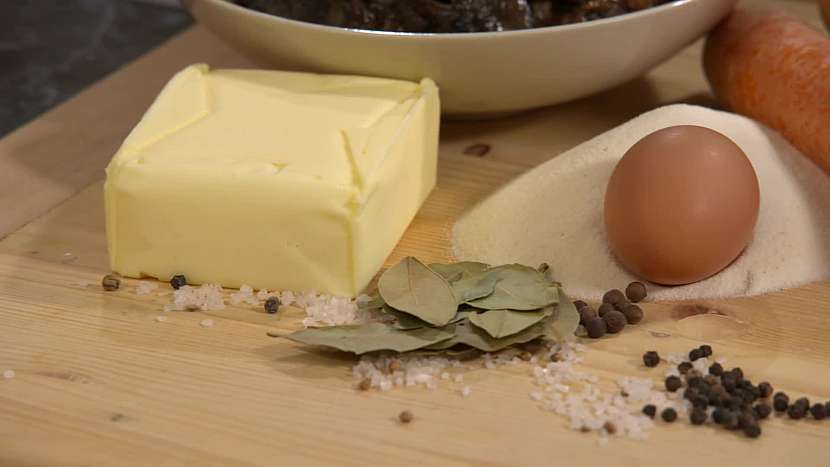 Máslo, vejce, koření