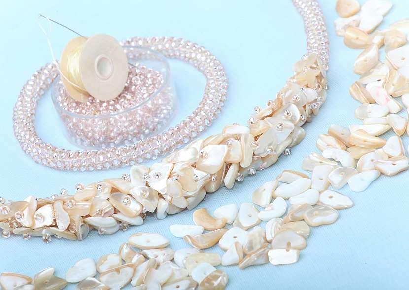 perleťový náhrdelník