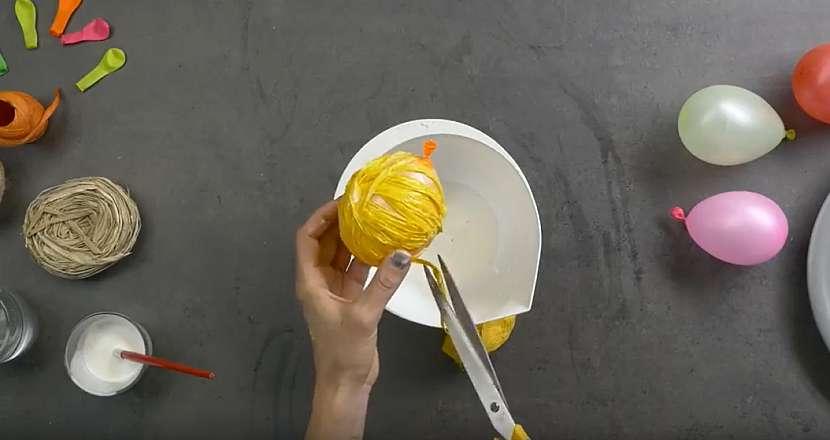 Světelný řetěz z kouliček: omotejte balonky