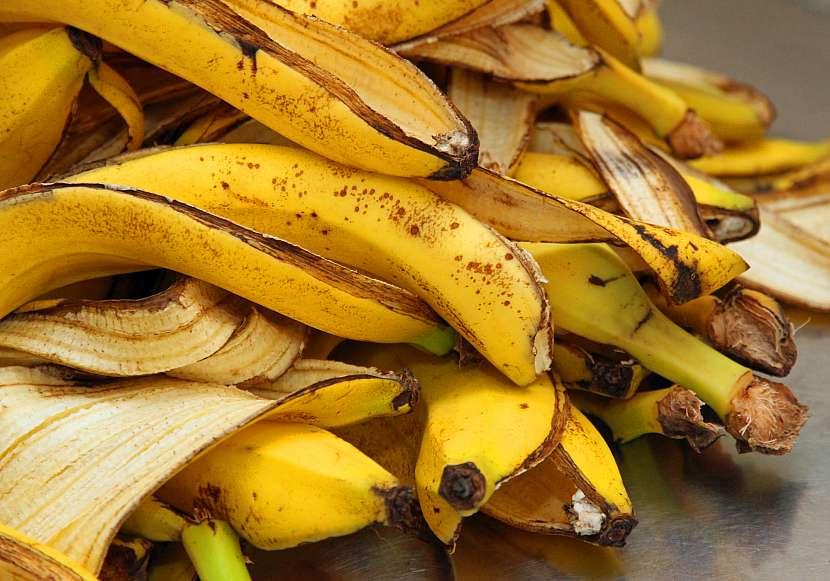 Hromada slupek od banánů